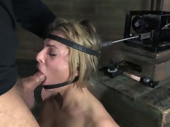 Dahlia Sky Gets The Sybian Ride
